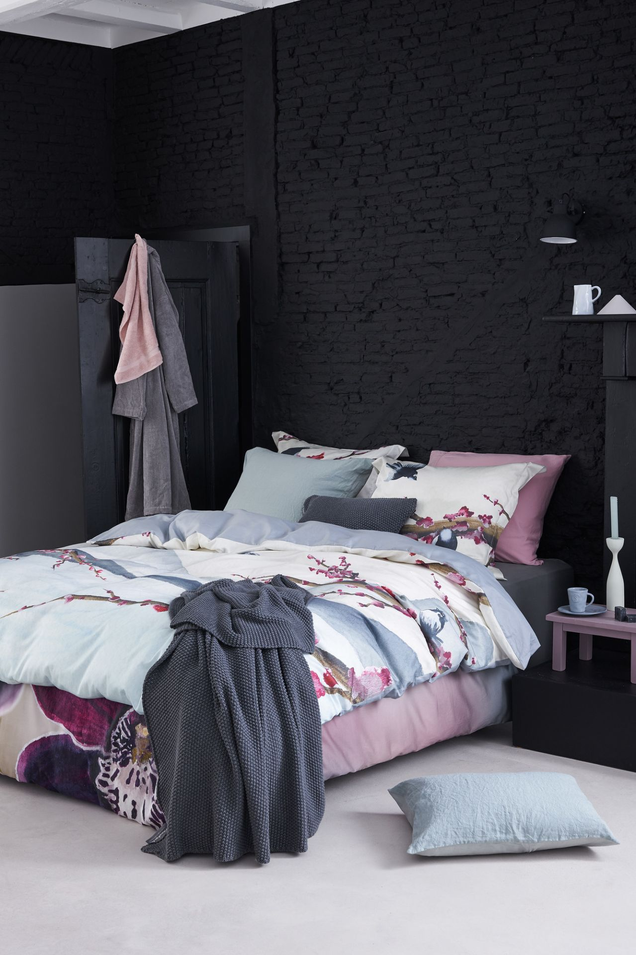 VanDyck bedtextiel Bright Orchid 000 Multi, Mountain Life 000 Multi, Purity 79 402 cel green, Home 60 001 Mole grey, Pure 7 144 sepia pink bij Slaapkenner Lisse in Lisse