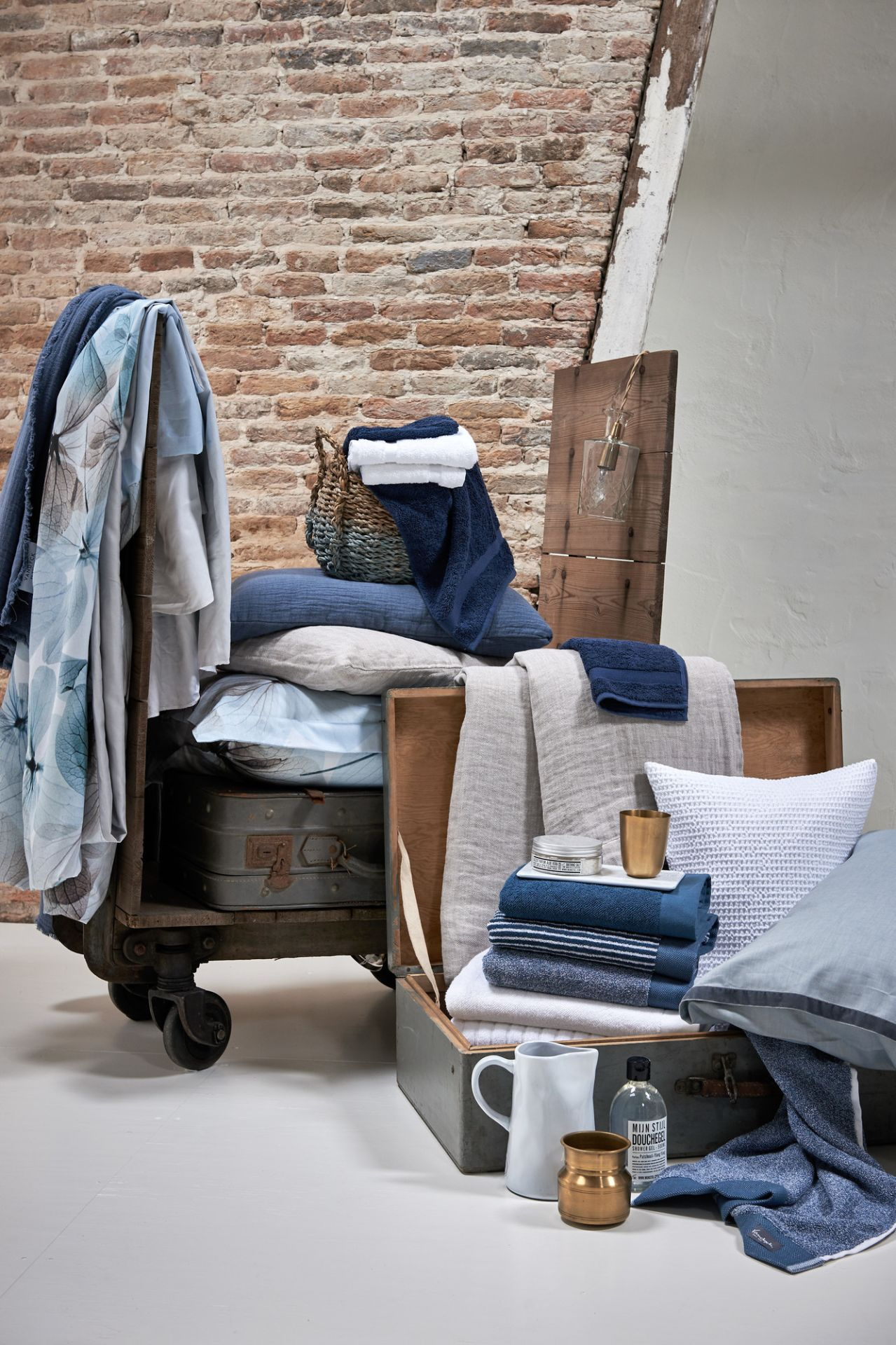 VanDyck bedtextiel Lovestory 403, Pure 8, Pure 16 184 faded denim, Pure 22 011 grey, Home 71 090 white, Home uni, Petite Ligne, Home Mouline 403 Vintage blue bij Slaapkenner Lisse in Lisse